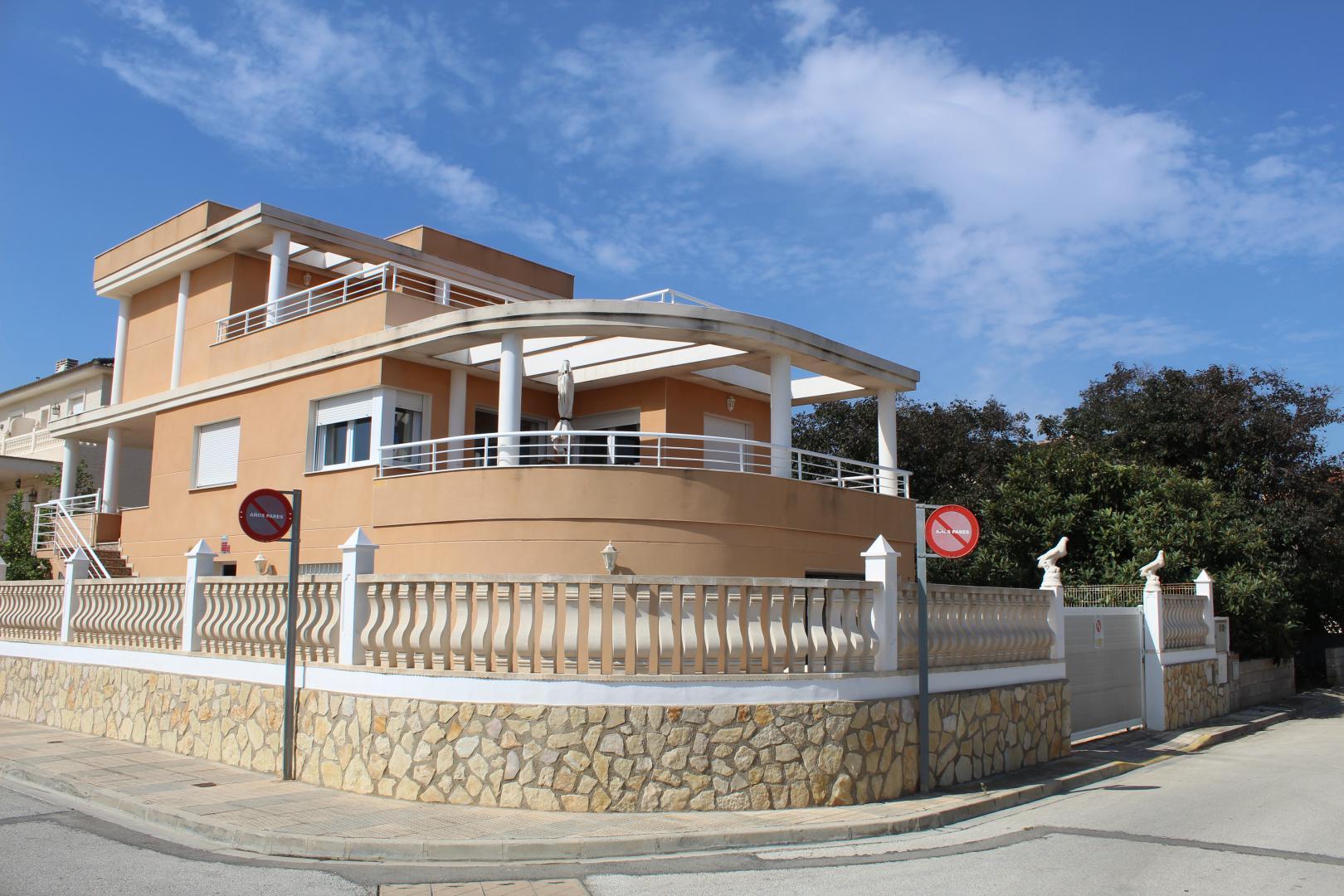 Chalet en venta en Playa de Oliva-Ref:1808